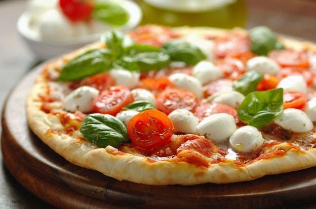 mozzarella gan lien voi pizza y