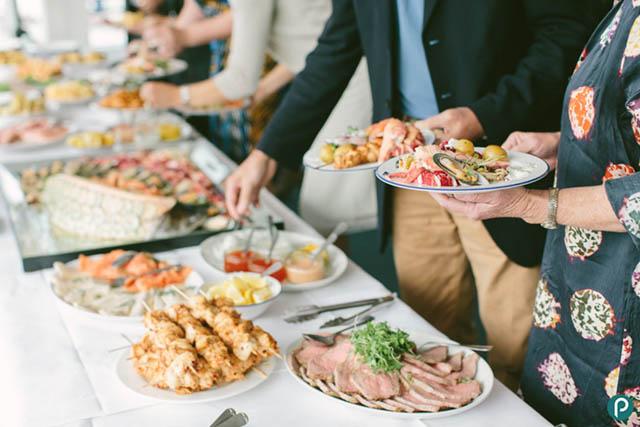 Cách Ăn Buffet Thật Ngon Miệng Nhưng Vẫn Giữ Được Phép Lịch Sự