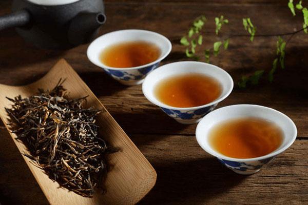 phân biệt hồng trà và lục trà