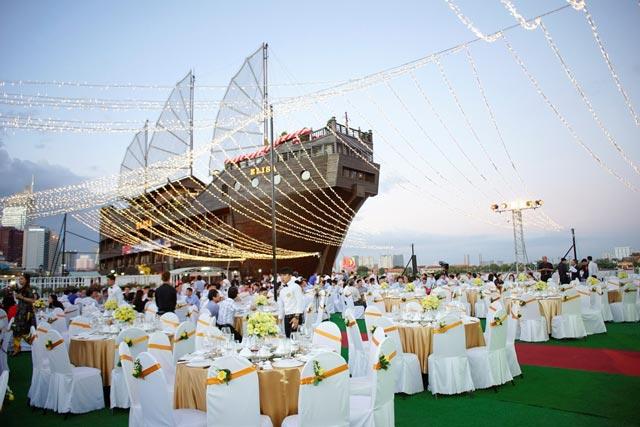 Elisa Floating Restaurant